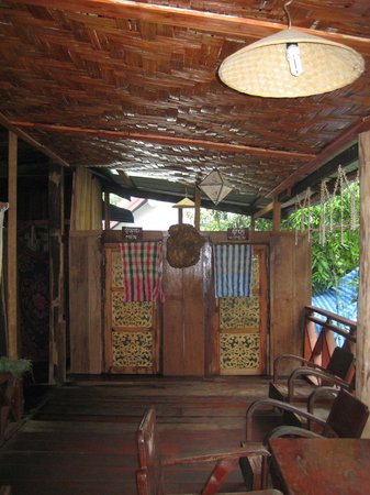 Lemongrass Sauna and Traditional Massage: a sauna