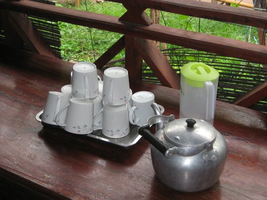 Lemongrass Sauna and Traditional Massage: some tea