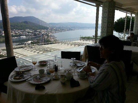 Il Gabbiano Hotel: Colazione con Vista sul Golfo di Napoli