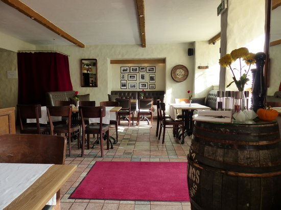 Rae Restaurant & Cafe: Rae inside
