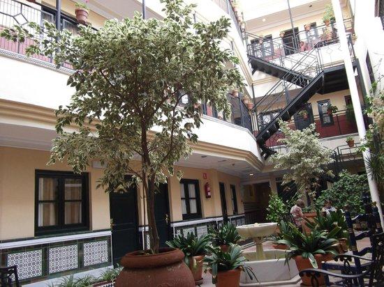 BEST WESTERN Cervantes Hotel -- Seville: Interior courtyard