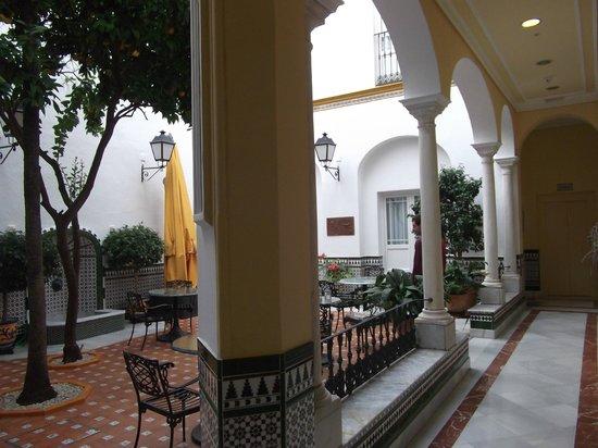 BEST WESTERN Cervantes Hotel -- Seville: bar courtyard
