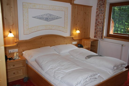 Hotel Pragserhof: Vue de la chambre