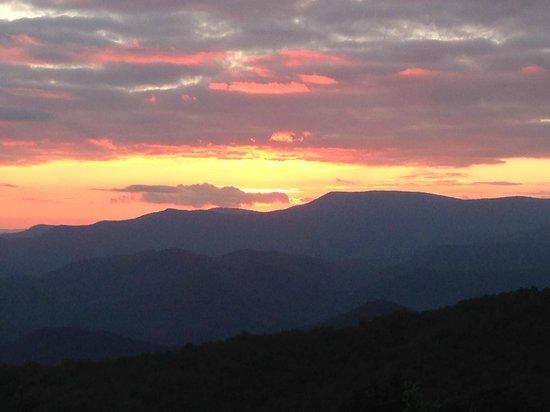 Fire Mountain Inn: Sunset at Fire Mountain