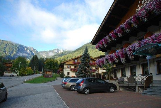 Hotel Pragserhof: Vue de l'hôtel