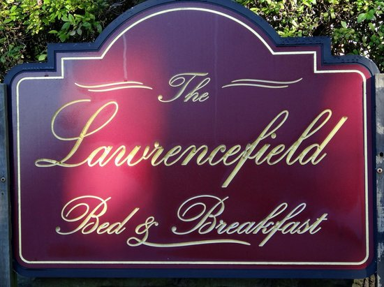 The Lawrencefield Bed and Breakfast Inn: Entrance sign