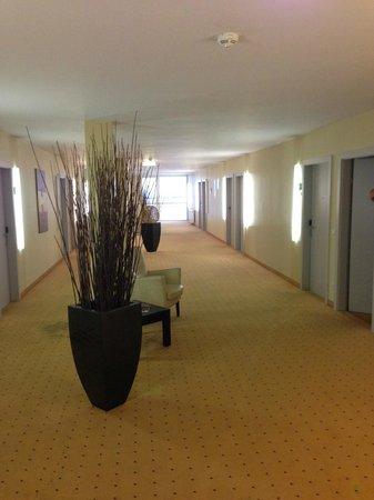 Holiday Inn Salzburg City: Wide corridors