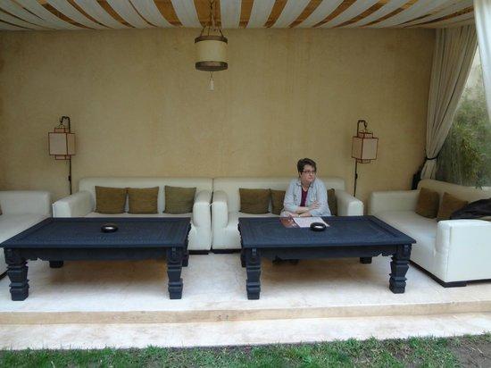 Riad Dar Karma : Reading area in courtyard