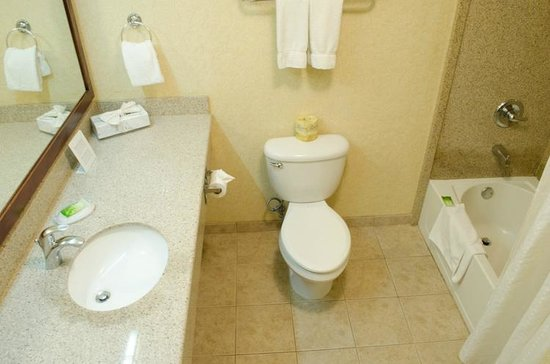 Holiday Inn Express San Dimas: I liked the generous bathroom counter space, but the bathroom was not all that clean