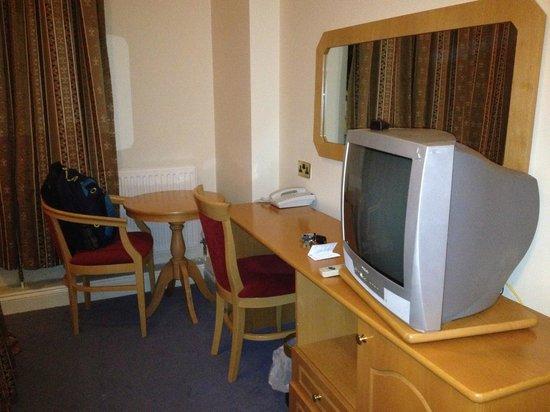 Parkside International Hotel: Old fashioned furniture