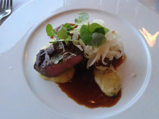 The Dining Room: Kalv med blød polenta og fennikel/æblesalat