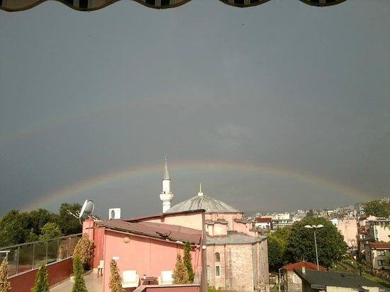 City Guesthouse Istanbul: roof terrace and rainbow