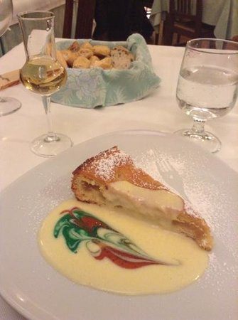 Trattoria el Piron: The apple cake with a grappa is a must