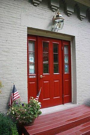 Brass Lantern Inn: Brass lantern above the beautiful red door.