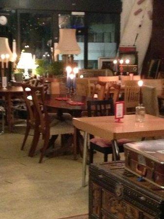 Arty's Wine Bar & Restaurant: pizza bar by night
