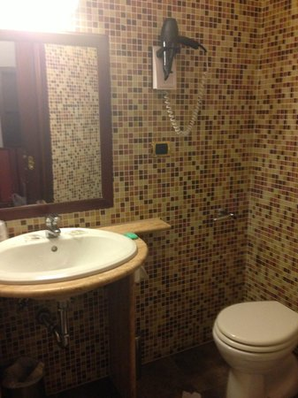 Hotel Invictus Roma : banheiro