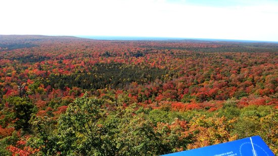 Pancake Bay Provincial Park: lookout trail fall colour scenic