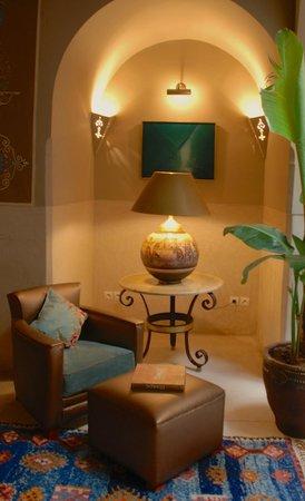 Riad Camilia: Reading area in common area