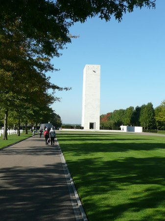 Netherlands American Cemetery and Memorial: Een prachtig monument.