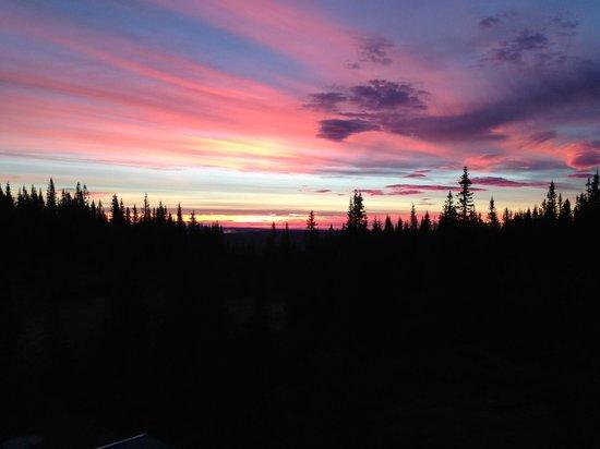 Copperhill Mountain Lodge : Soluppgång från rum på baksidan