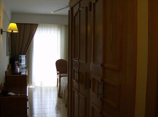 ClubHotel Riu Paraiso Lanzarote Resort: inside our room