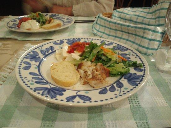 Hillside House : お魚の薫製とサラダの盛り合わせ