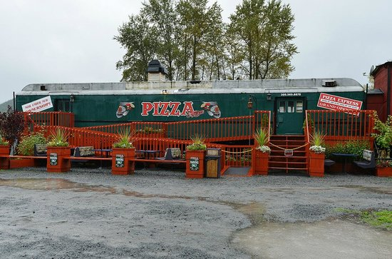 The Hobo Inn: There is a Pizza car on the grounds.  We didn't try it.