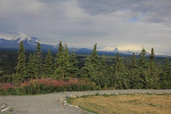 Copper River Princess Wilderness Lodge: Vue sur les sommets