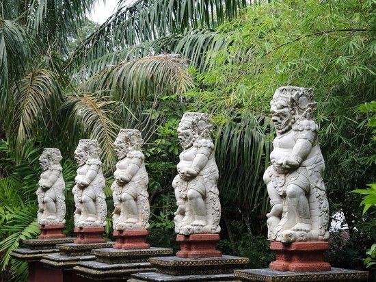 Dusit Dhewa - Samui Cultural Center and Fine Art of South East Asia: Samui Cultural Center and Fine Art of South East Asia