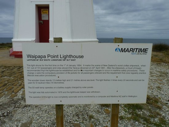 Waipapa Point Lighthouse : Information board outside the lighthouse.