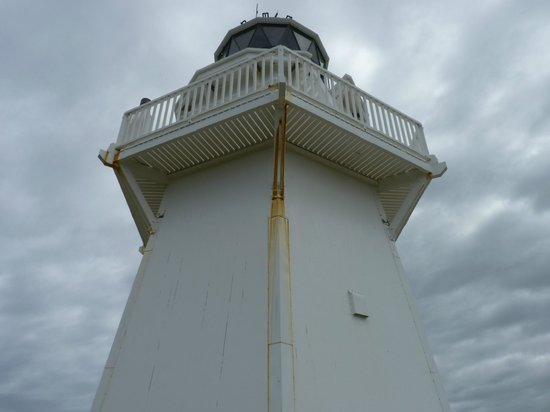 Waipapa Point Lighthouse : Looking up at the lighthouse.