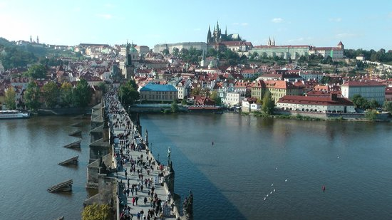 Green Garden Hotel: King Charles Bridge from the South Tower