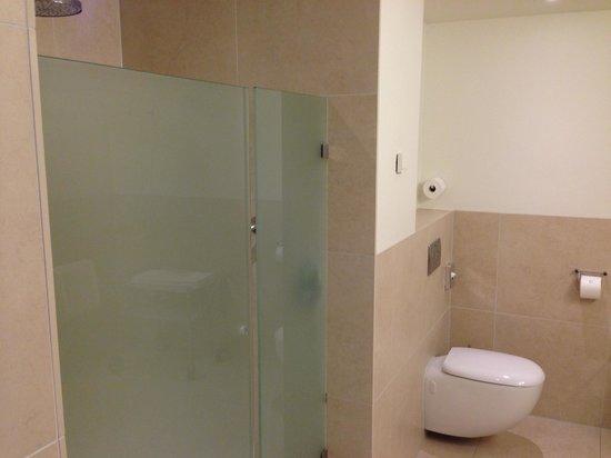 Kruisherenhotel Maastricht: Bathroom