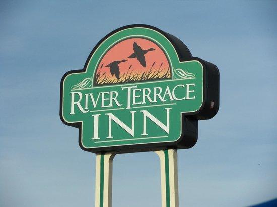 River Terrace Inn : Hotel Sign