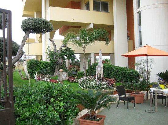 QT Hotel: entrada del hotel