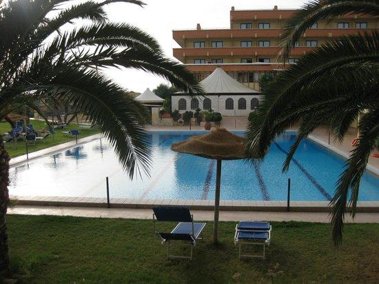 QT Hotel: piscina hotel