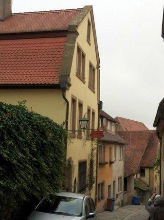 Gaestehaus Liebler: Front of the building & lane