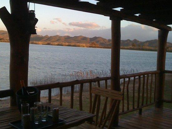 De Zeekoe Guest Farm: View from logcabin deck to lake