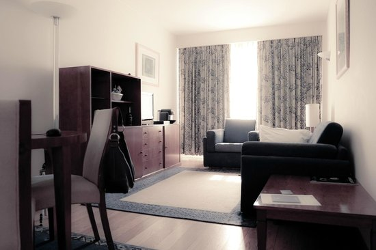 Altis Suites: Lounge