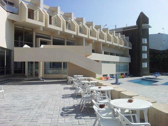 Restaurant Firdaous : Terrasse proche piscine