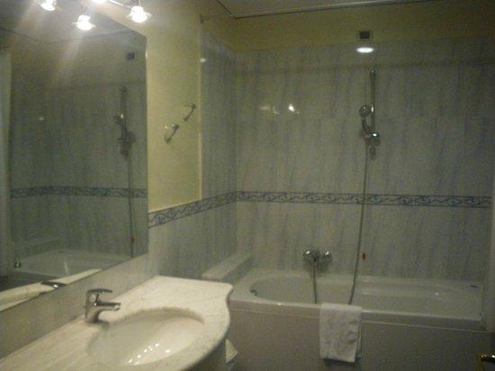 Garda Hotel: bagno 2 camera