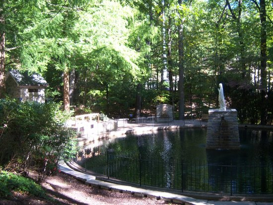 National Shrine Grotto of Lourdes: The Pool