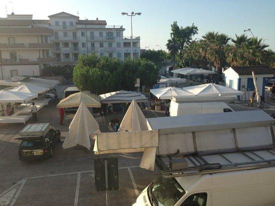 Hotel Royal: unico neo, il mercato di sera!  fino a tarda notte!