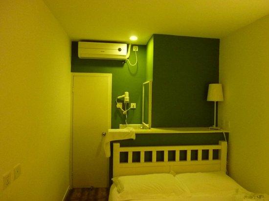 Peking Yard Hostel: Our room