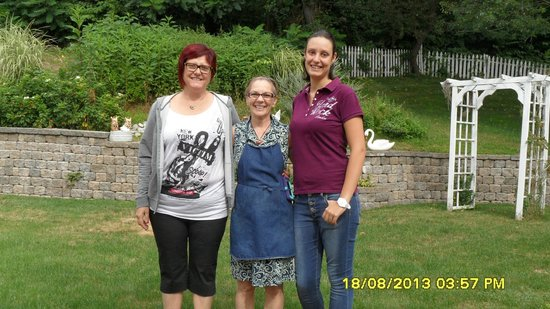 Un cygne blanc Bed and Breakfast : Ivana, Christine and Alice