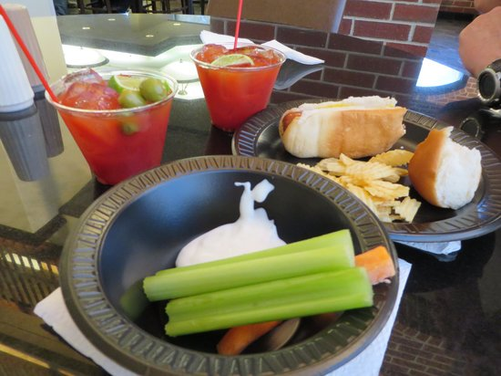 Drury Inn & Suites Springfield: love the bloody marys