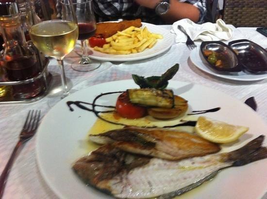 Restaurant Rosamar : dorada grilled