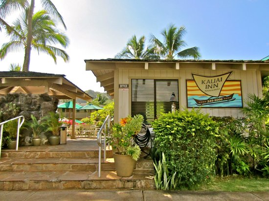 The Kauai Inn: The entrance to the Inn