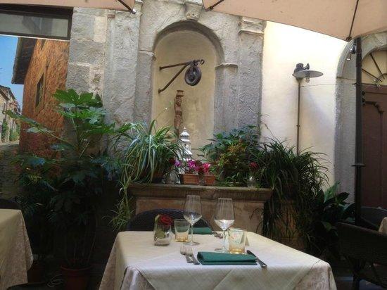 Locanda al Pozzo Antico : The Old Well.