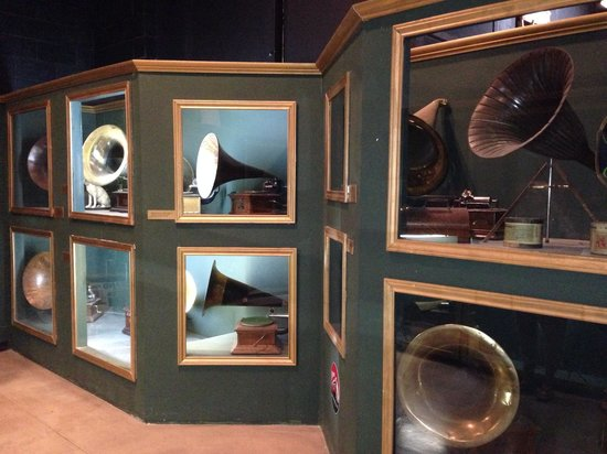 Heritage Museum of Big Spring : Phonographs and gramophones